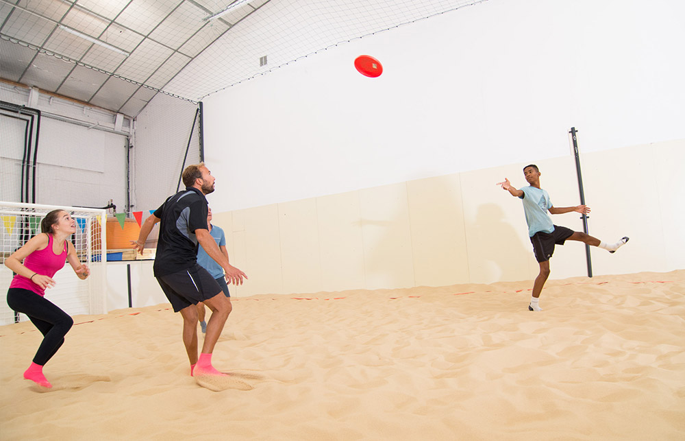 Pratiquer l'Ultimate sur notre Beach Indoor unique à Nantes - D'Sport & Co