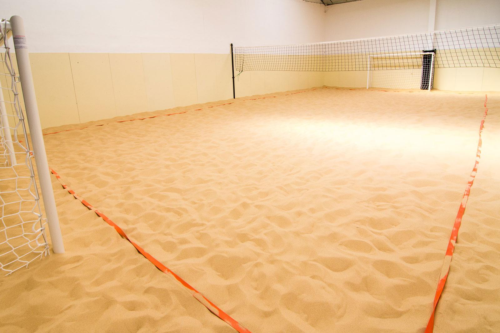 Le Beach Indoor chez D'Sport & Co - Terrain de sable couvert unique à Nantes