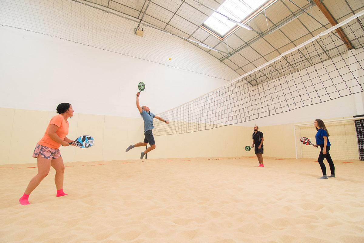 Jouer au Beach Tennis sur notre Beach Indoor unique à Nantes - D'Sport & Co