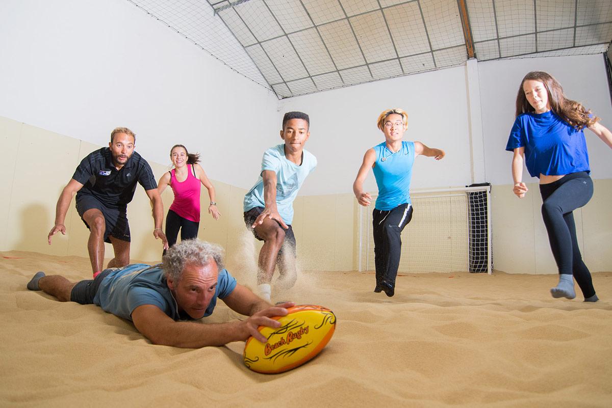 Jouer au Beach Rugby sur notre Beach Indoor unique à Nantes - D'Sport & Co
