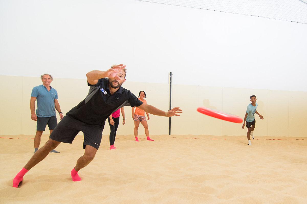 Jouer à l'Ultimate sur notre Beach Indoor unique à Nantes - D'Sport & Co