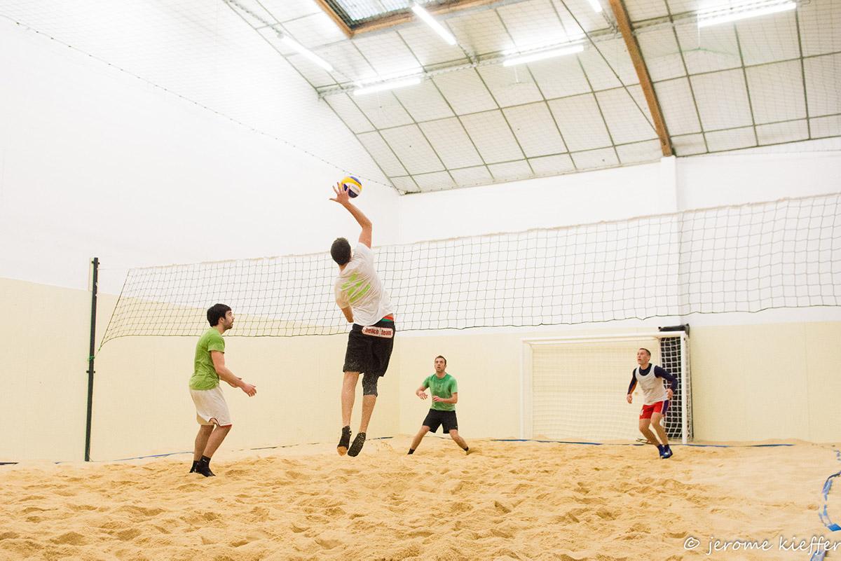 Jouer au Beach Volley sur notre Beach Indoor unique à Nantes - D'Sport & Co